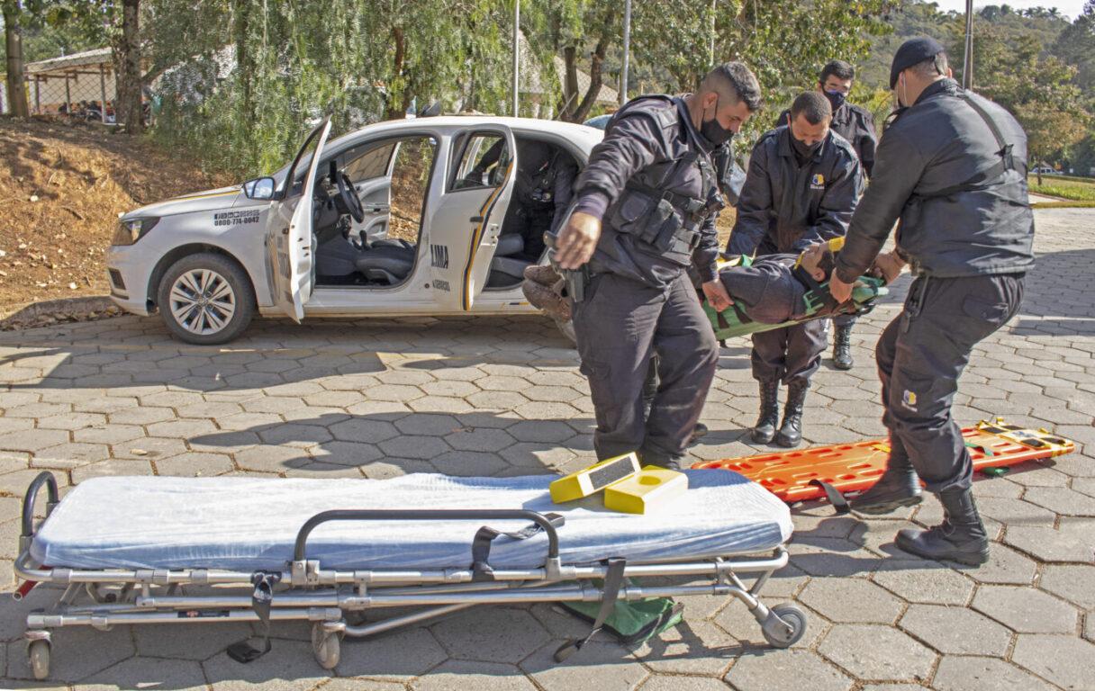 Bombeiros treinam equipe de segurança para resgate