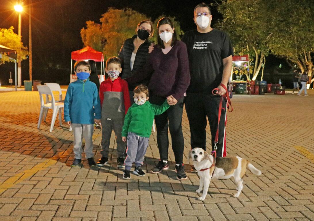 Feira Noturna: leve seu cão, mas mantenha-o com a guia